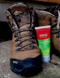 Unverzichtbar: gutes Schuhwerk und der Natural Aktiv Fußbalsam von SPEICK.